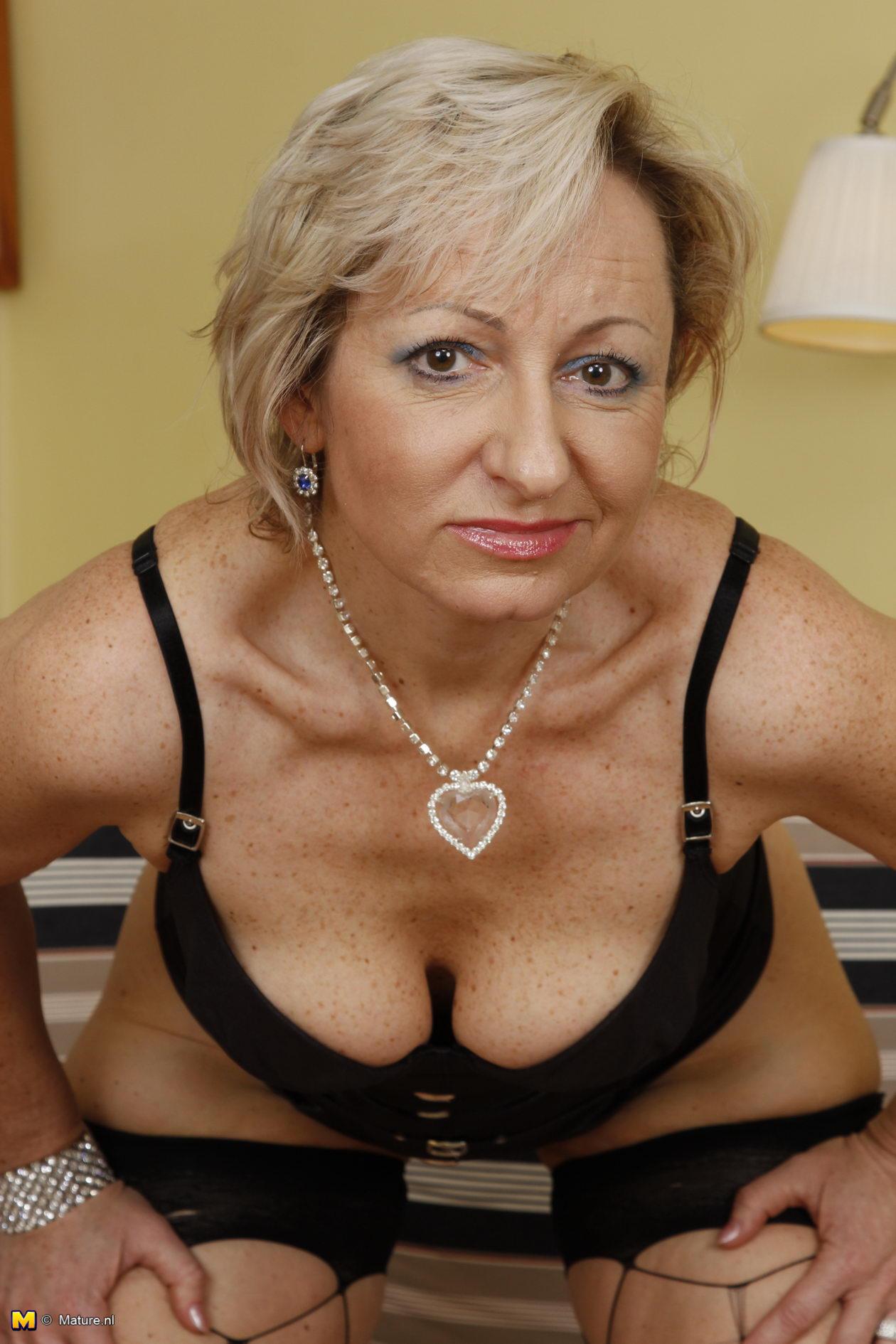 blonde wife nude