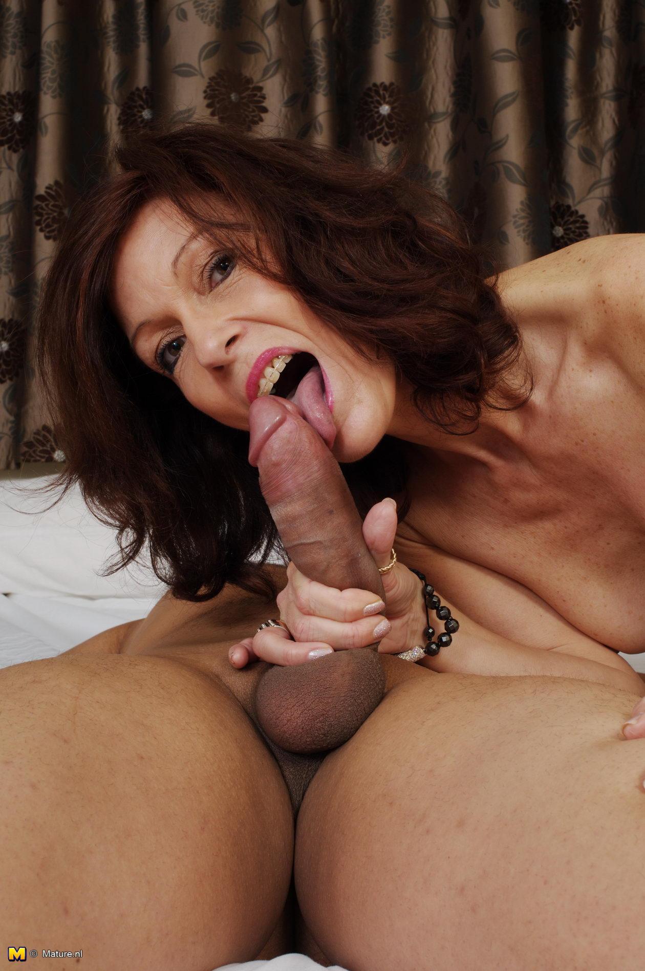 Horny milf sucking dick