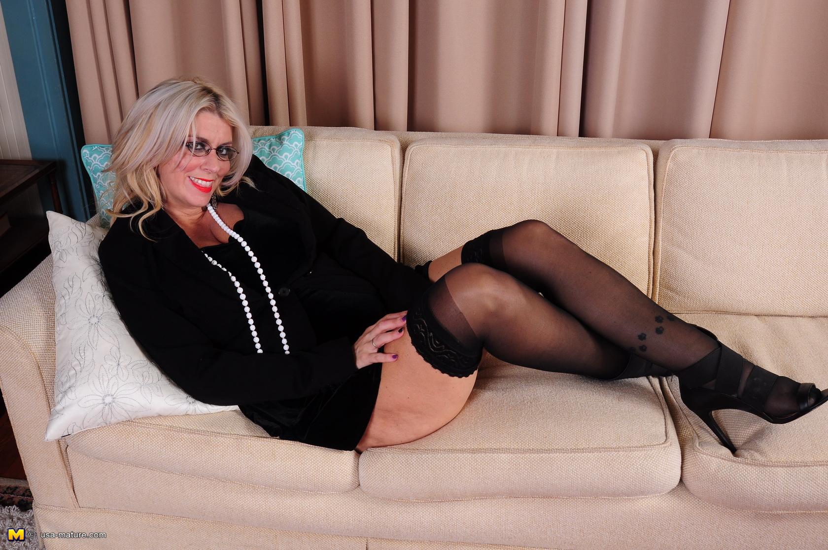 Stocking mature women body