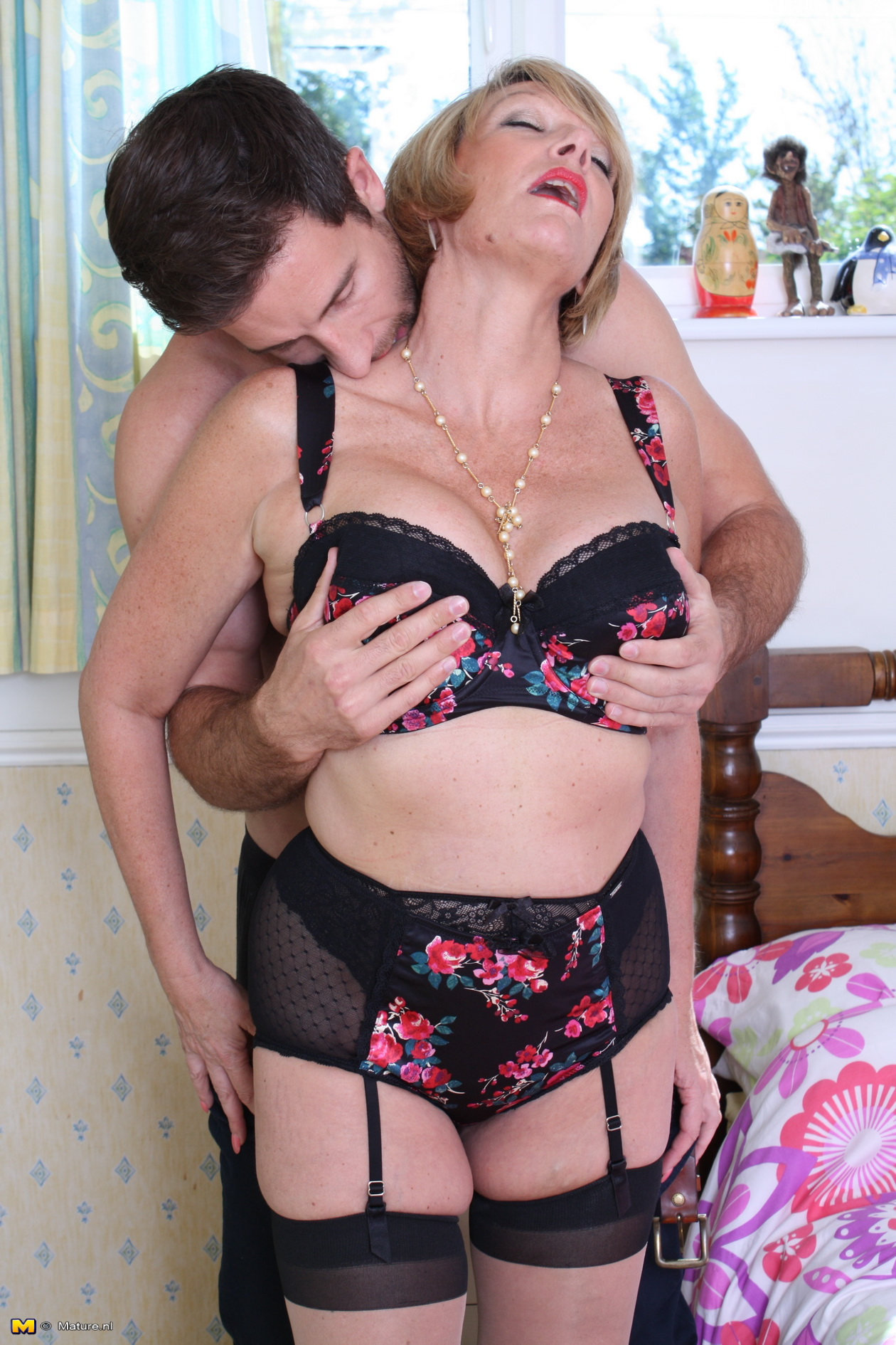 Brit mature in stockings gets fucked