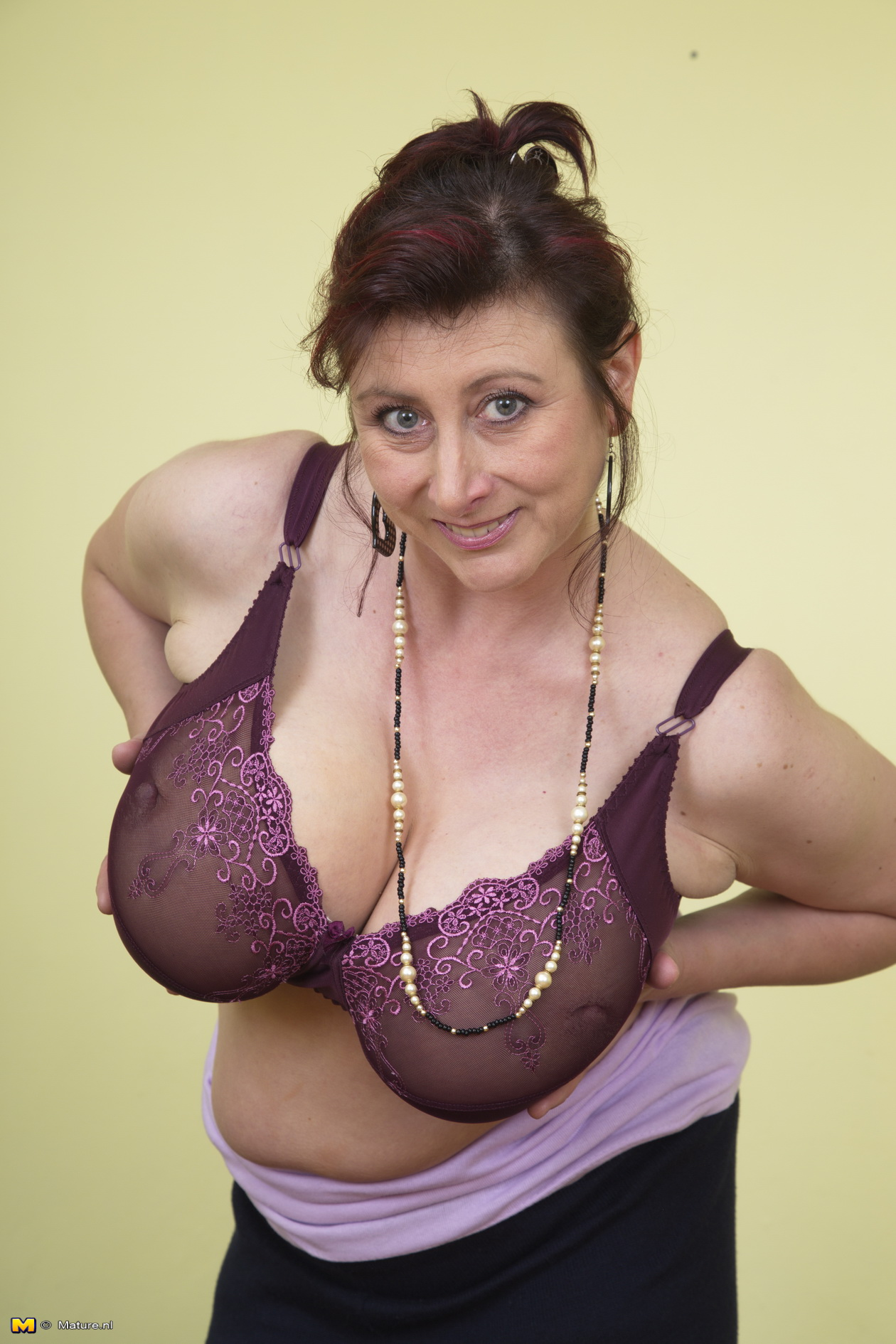 Sexy chubby mature huge tits shows