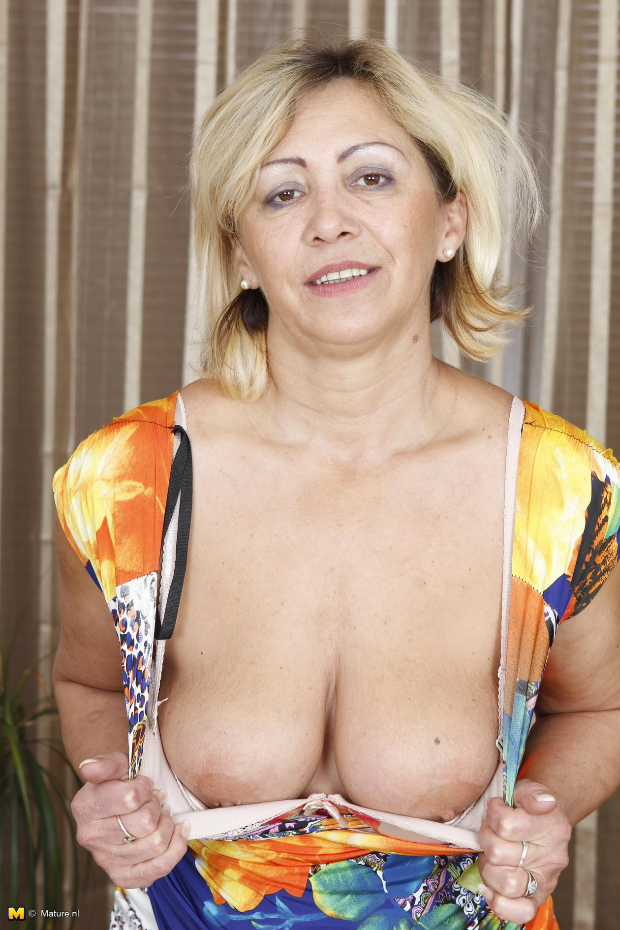 Mature nipples porn
