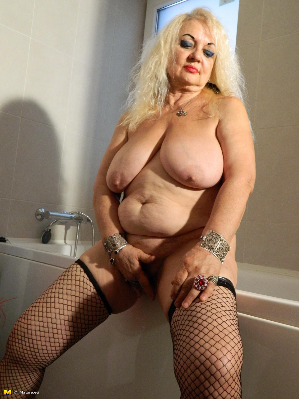 mature granny Slutty blonde