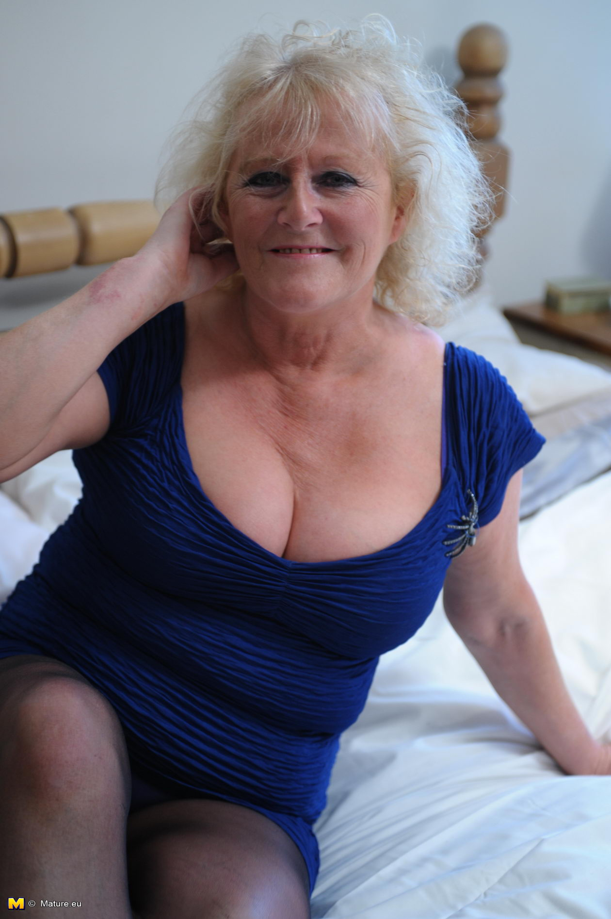 Busty granny gallery