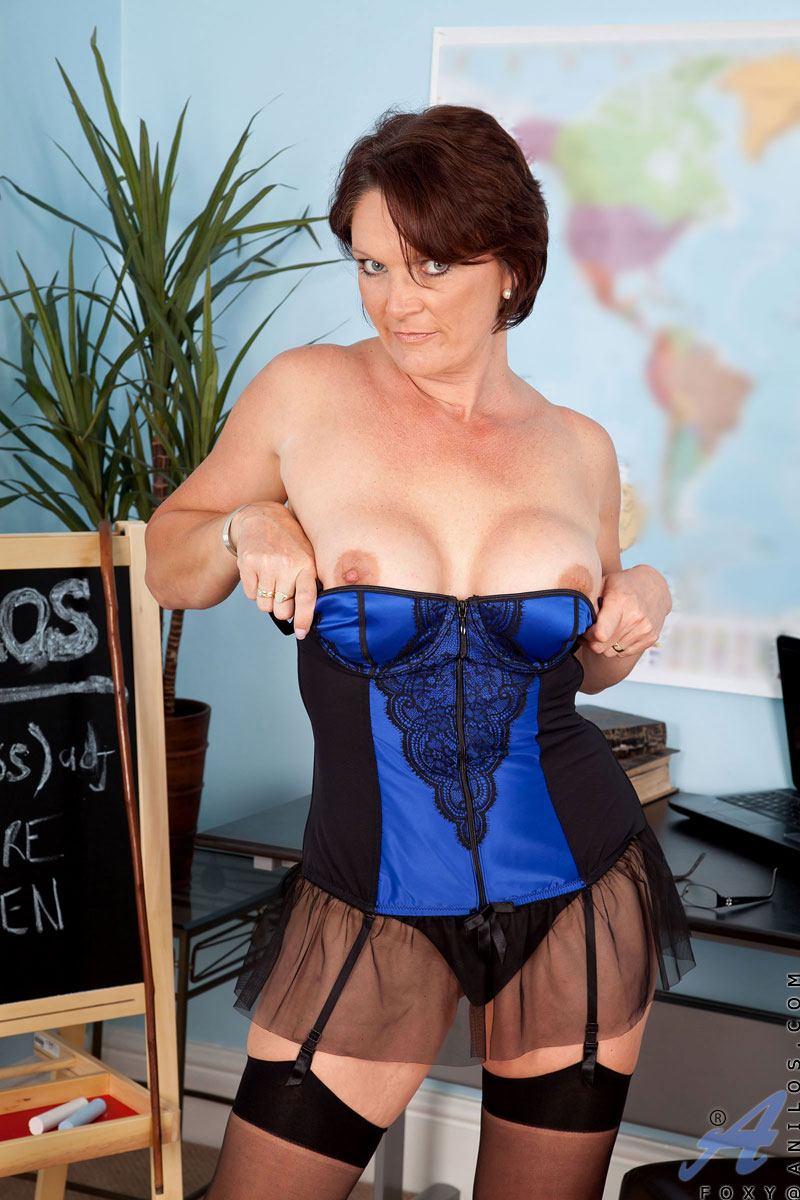 anilos-matures-and-pantyhose-teacher-and