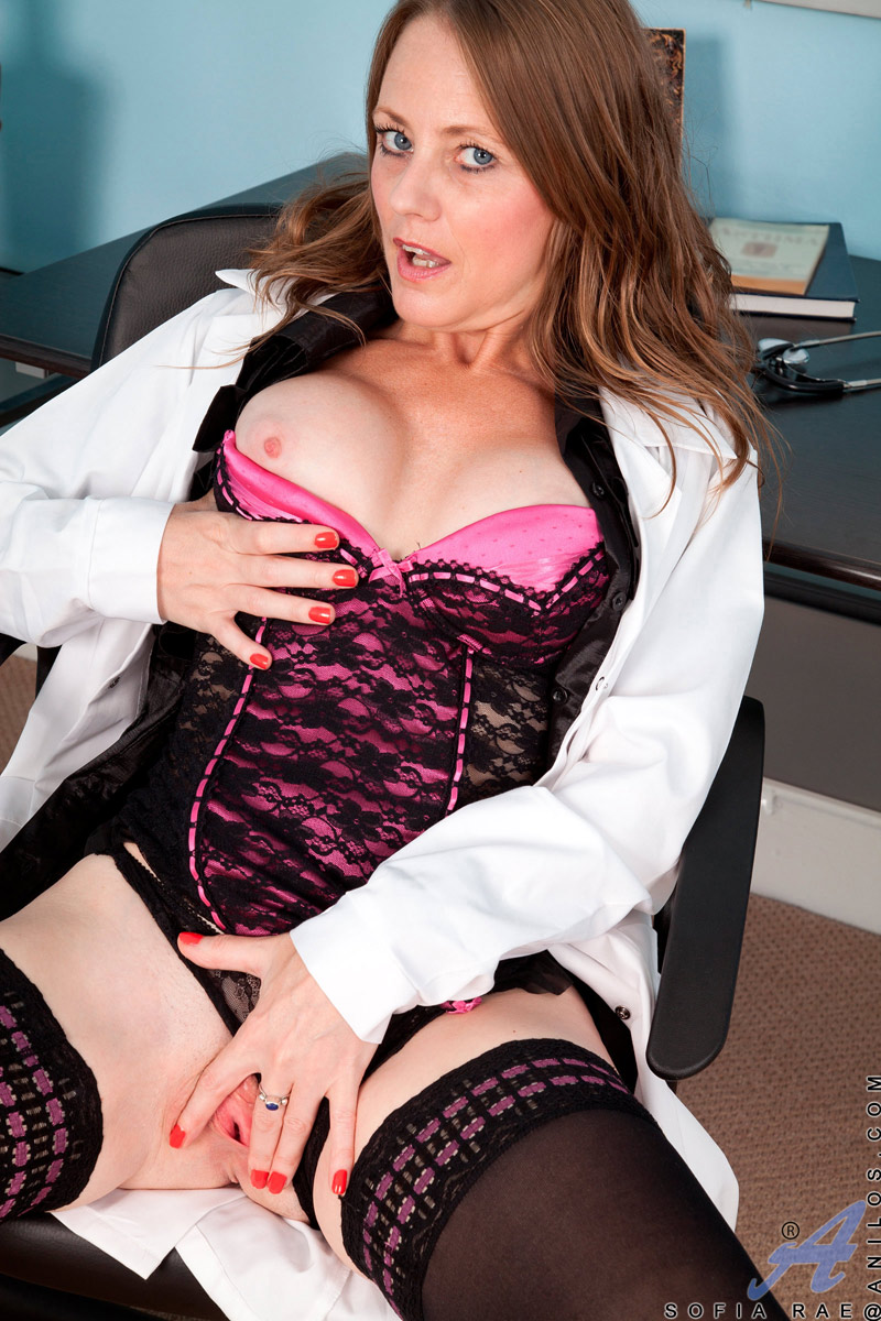 naughty mature doctor lady fucks her mature pussy until she cums