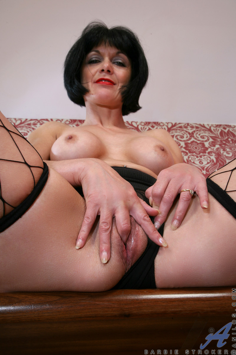 Sexy wrinkly lesbian granny porn pictures